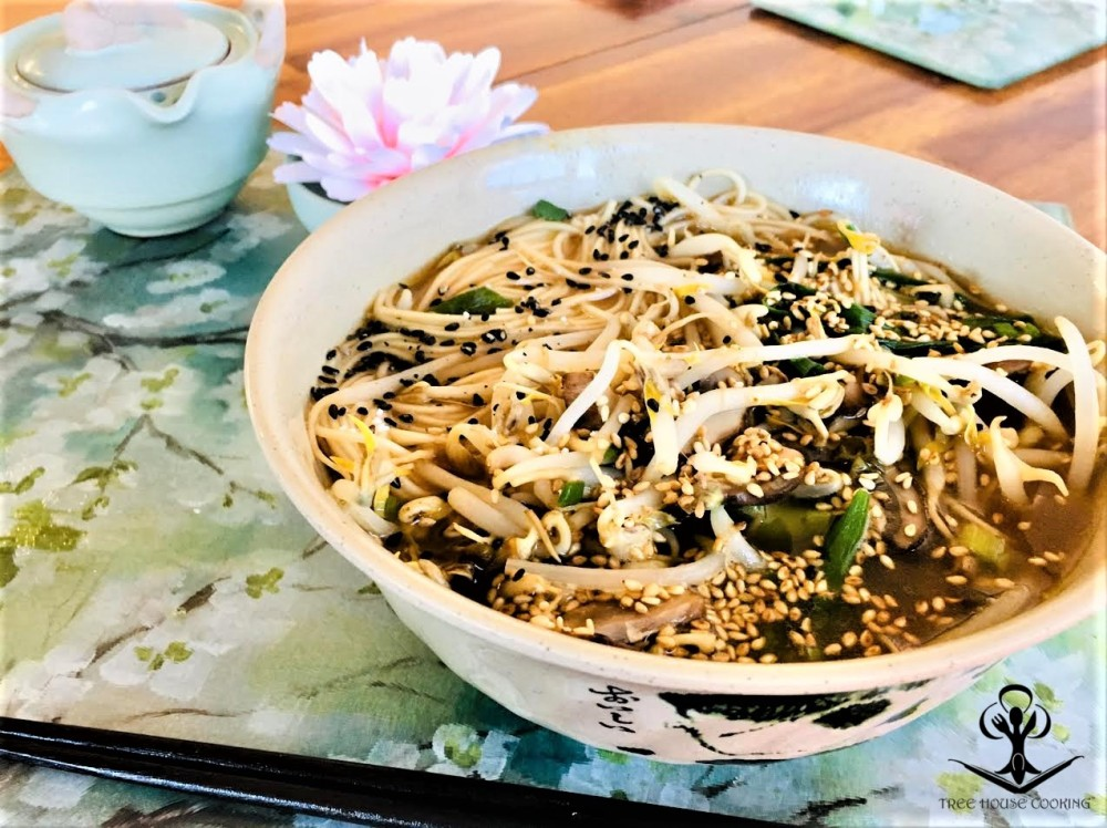 Japanese Noodles with Bean Sprouts, Spring Onion, and Mushrooms in a Light Sesame Chicken Brot